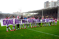 Fotball<br /> Belgia<br /> Foto: PhotoNews/Digitalsport<br /> NORWAY ONLY<br /> <br /> players of Anderlecht honour Gregory Mertens during play off 1 of the Jupiler Pro league match between <br /> RCS Charleroi and RSC Anderlecht on 03 may 2015, in Charleroi, Belgium.
