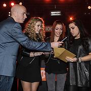 NLD/Amsterdam/20150203 - Uitreiking 100% NL Awards 2015, Ogene reikt een award uit