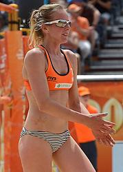 20150628 NED: WK Beachvolleybal day 4<br /> Daniëlle Remmers #2 en Michelle Stiekema #1 hebben ook hun tweede groepswedstrijd op de WK beachvolleybal verloren. Het Italiaanse duo Marta Menegatti #1 / Viktoria Orsi-Toth #2 was in twee sets te sterk: 21-13, 21-14.
