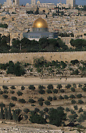temple mount and dome of the rock; in old city of    Israel     ///  le mont du temple, la mosquee díOmar; la vielle ville  Jerusalem  Israel   ///     L4164  /  R00290  /  P116319
