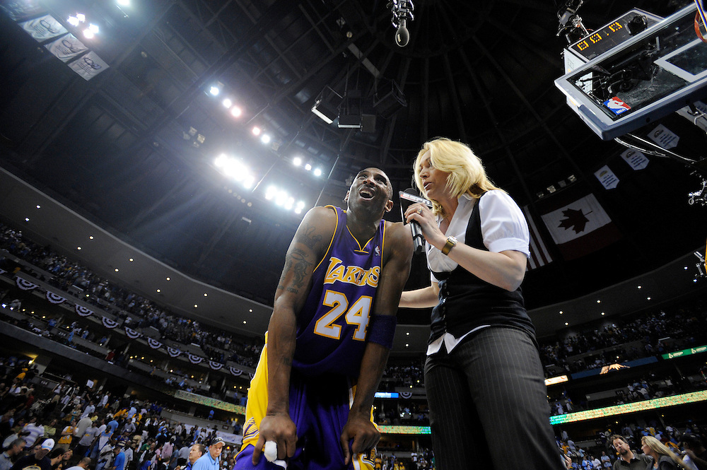 ..///ADDITIONAL INFO:  lakers.0524.kjs.jpg  ---  Photo by Kevin Sullivan, The Orange County Register --  ..The Los Angeles Lakers take on the Denver Nuggets in Game 3 of the Western Conference Finals Saturday May 23, 2009 in Denver, Colorado...>.