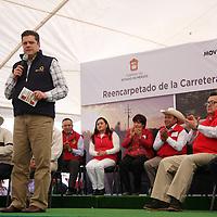Jiquipilco, Mexico.- Javier García Bejos, Secretario del Trabajo, durante la reinauguración de 24 kilometros de la carretera que conecta a Jiquipilco con el municipio de Naucalpan.  Agencia MVT / Beatriz Rodriguez.