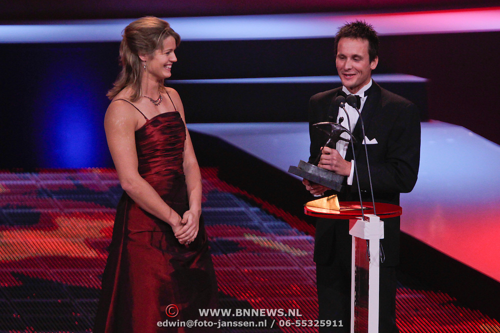 NLD/Den Haag/20111212 - NOC / NSF Sportgala 2011, Johnny Hoogerland en Young talent Award 2011 Dafne Schppers