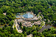 Nederland, Flevoland, Zeewolde, 07-05-2018; De Eemhof, vakantiepark Center Parcs, een bungalowpark en jachthaven aan het Eemmeer. Subtropisch zwembad met Turbo Twister glijbaan.<br /> Holiday Center Center Parcs, a bungalow park and marina on the Eemmeer.<br /> luchtfoto (toeslag op standard tarieven);<br /> aerial photo (additional fee required);<br /> copyright foto/photo Siebe Swart