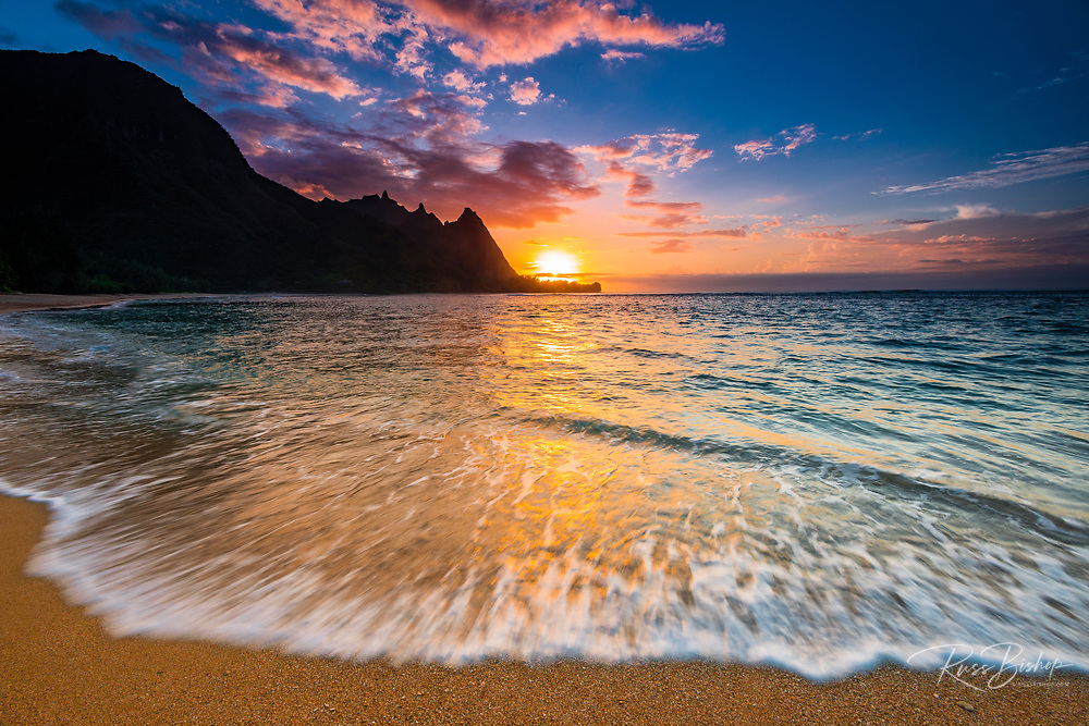 Sunset over the Na Pali Coast from Tunnels Beach, Haena State Park, Kauai, Hawaii USA