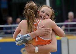 01-06-2014 NED: Eredivisie Beachvolleybal 2014,  Arnhem<br /> Michelle Stiekema en Danielle Remmers
