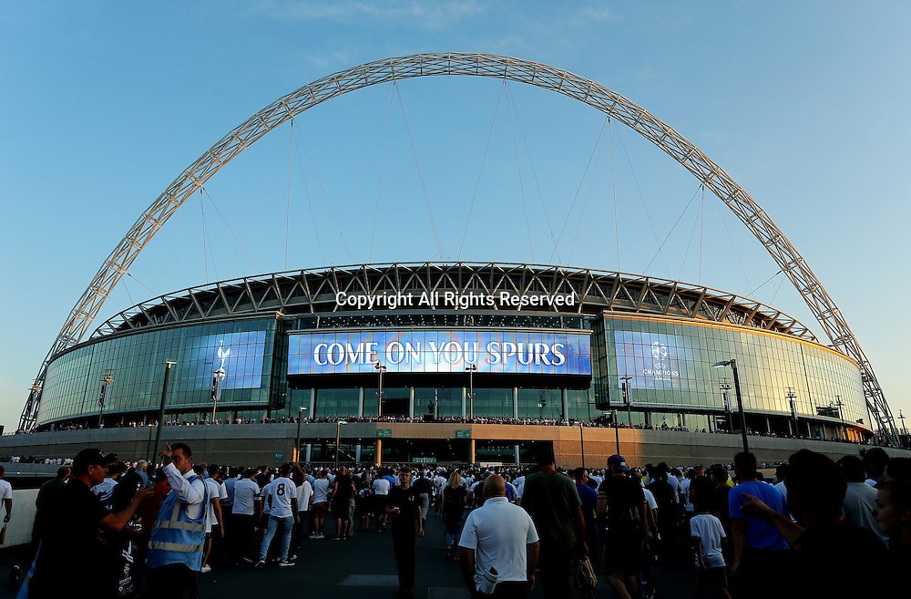 14.09.2016. Wembley Stadium, London, England. UEFA Champions League Football. Tottenham Hotspur versus Monaco. Tottenham fans make their way up Wembley Way as the sun sets. Spurs will play all of their Champions League matches this season due to stadium redevelopment