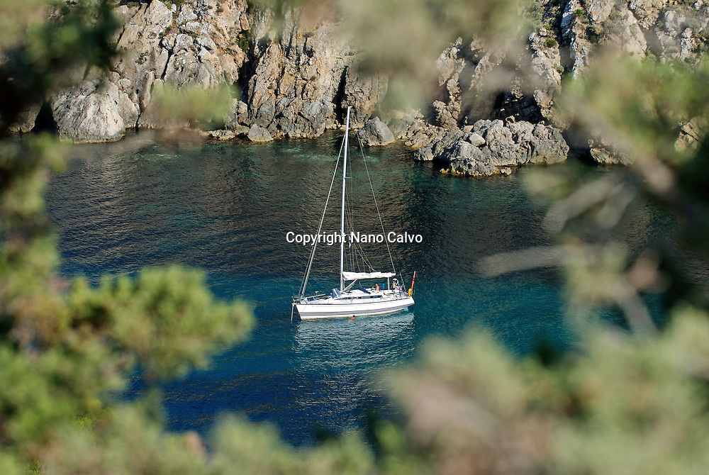 Cala d'en Serra is a beautiful beach local to San Juan. It is a small secluded bay with a bar selling traditional Spanish Tapas. Ideal for escaping the hustle and bustle of the larger beaches, Calla d'en Serra offers a small selection of sun loungers and umbrellas to relax and enjoy.