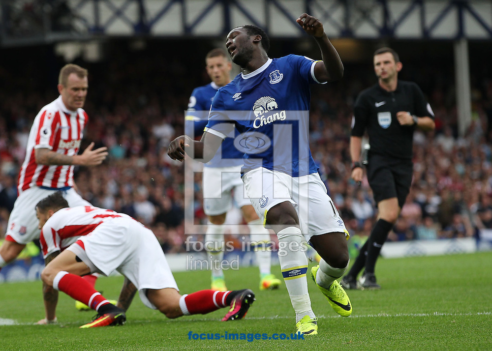 Romelu Lukaku of Everton shows his frustration after being tackled by Geoff Cameron of Stoke City during the Premier League match at Goodison Park, Liverpool.<br /> Picture by Michael Sedgwick/Focus Images Ltd +44 7900 363072<br /> 27/08/2016