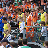 DEN HAAG - Rabobank Hockey World Cup<br /> 38 Final: Australia - Netherlands<br /> Foto: players arrive on the pitch.<br /> COPYRIGHT FRANK UIJLENBROEK FFU PRESS AGENCY