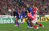 Photo: Lee Earle.<br /> Benfica v Manchester United. UEFA Champions League.<br /> 07/12/2005. B enfica's Geovanni levels the game by scoring their first goal.