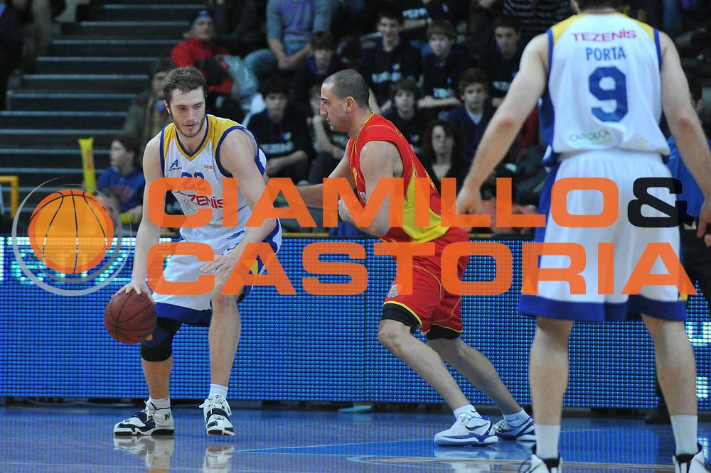 DESCRIZIONE : Verona Lega Basket A2 2010-11 Tezenis Verona Prima Veroli<br /> GIOCATORE : Andrea Renzi<br /> SQUADRA : Tezenis Verona Prima Veroli<br /> EVENTO : Campionato Lega A2 2010-2011<br /> GARA : Tezenis Verona Prima Veroli<br /> DATA : 19/03/2011<br /> CATEGORIA : Palleggio Controcampo<br /> SPORT : Pallacanestro <br /> AUTORE : Agenzia Ciamillo-Castoria/M.Gregolin<br /> Galleria : Lega Basket A2 2010-2011 <br /> Fotonotizia : Verona Lega A2 2010-11 Tezenis Verona Prima Veroli<br /> Predefinita :