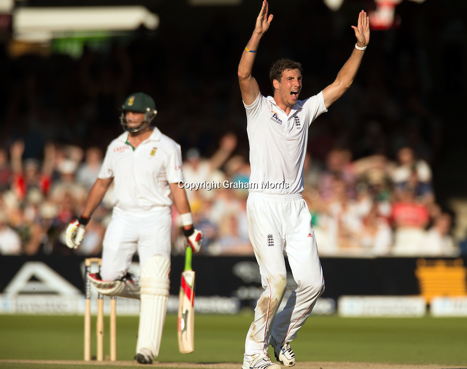 Jacques Kallis is out lbw to Steven Finn (right) during the third and final Investec Test Match between England and South Africa at Lord's Cricket Ground, London. Photo: Graham Morris (Tel: +44(0)20 8969 4192 Email: sales@cricketpix.com) 18/08/12