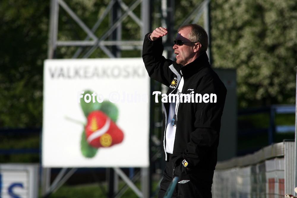 """12.05.2008, Tehtaankentt?, Valkeakoski, Finland..Veikkausliiga 2008 - Finnish League 2008.FC Haka - Tampere United.Valmentaja Olavi """"Olli"""" Huttunen - FC Haka.©Juha Tamminen.....ARK:k"""