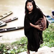 Jeune fille Ashaninka du rio Amonia. | Menina Ashaninka du rio amonia.