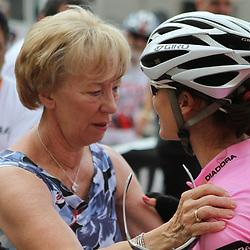 Meisje pas je goed op en ga je proberen de Giro te winnen lijkt ronde van Drenthe organisator Femmy van Issum te zeggen tegen Marianne Vos
