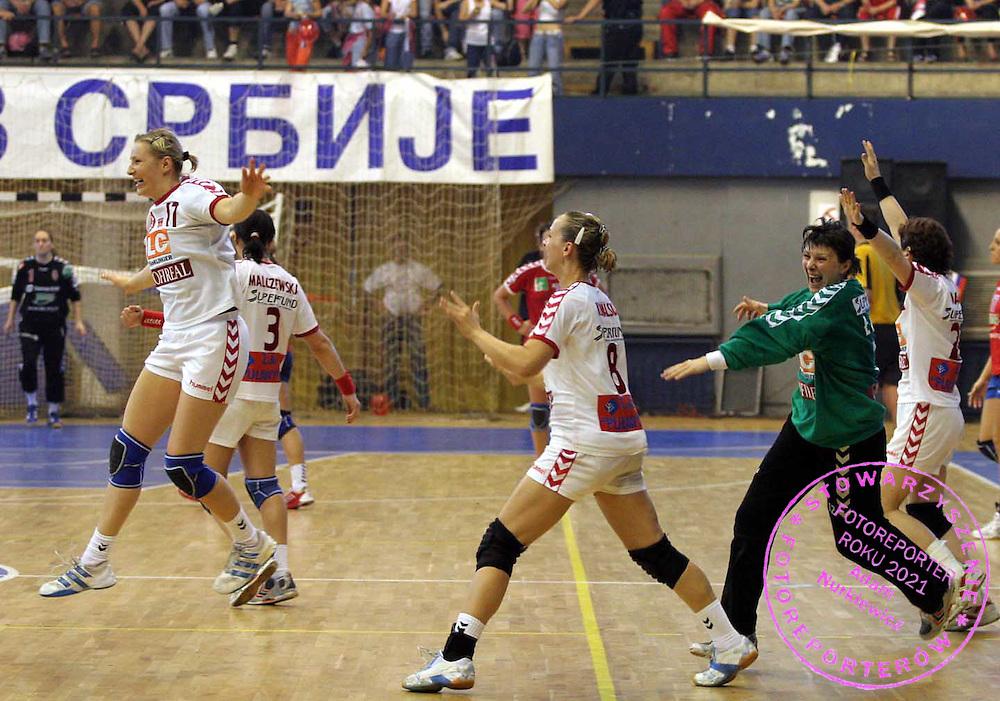 09.06.2007 Nis-Serbia.Serbia-Poland second qualify match for world cup.Wolska Agnieszka(L) with Kowalska Dagmara(C) and Malczewska Dorota(R) Poland celebrate victory after match.Foto:Aleksandar Djorovic