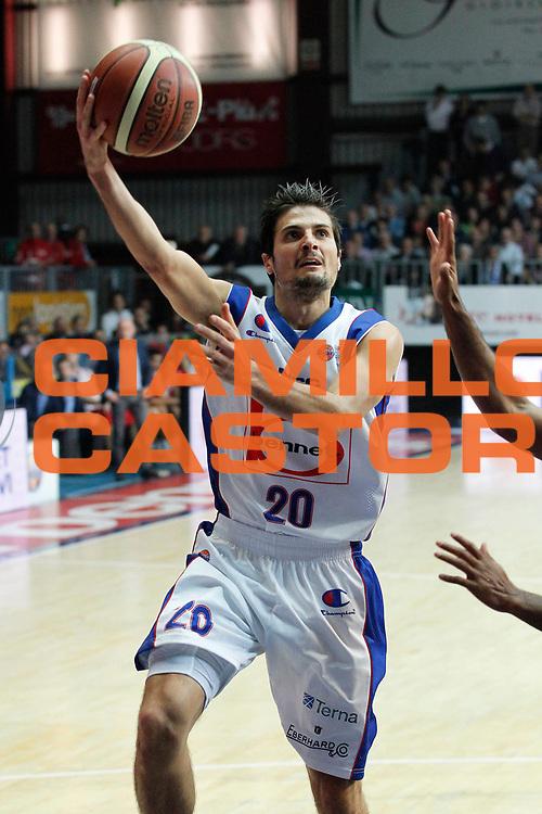 DESCRIZIONE : Cantu Campionato Lega A 2011-12 Bennet Cantu Scavolini Siviglia Pesaro<br /> GIOCATORE : Andrea Cinciarini<br /> CATEGORIA : Tiro<br /> SQUADRA : Bennet Cantu<br /> EVENTO : Campionato Lega A 2011-2012<br /> GARA : Bennet Cantu Scavolini Siviglia Pesaro<br /> DATA : 29/10/2011<br /> SPORT : Pallacanestro<br /> AUTORE : Agenzia Ciamillo-Castoria/G.Cottini<br /> Galleria : Lega Basket A 2011-2012<br /> Fotonotizia : Cantu Campionato Lega A 2011-12 Bennet Cantu Scavolini Siviglia Pesaro<br /> Predefinita :