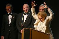Mannheim. 11.02.18  <br /> Nationaltheater. Gro&szlig;e b&uuml;rgerschaftliche Auszeichnung &quot;Das Bloomaul&quot; an Rolf G&ouml;tz.<br /> Das Auswahlkomitee, darunter Bert Siegelmann, Achim Weizel und Marcus Haas, entschied sich f&uuml;r Rolf G&ouml;tz. Helen Heberer h&auml;lt die Laudatio.<br /> Bild-ID 085   Markus Pro&szlig;witz 11FEB18 / masterpress