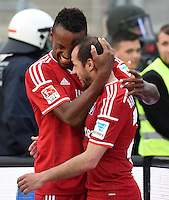 FUSSBALL   1. BUNDESLIGA   SAISON 2014/2015  RELEGATION  RUECKSPIEL  Karlsruher SC - Hamburger SV                              01.06.2015 Cleber Reis und Marcelo Diaz (v.l., beide Hamburger SV) jubeln nach dem 1:1