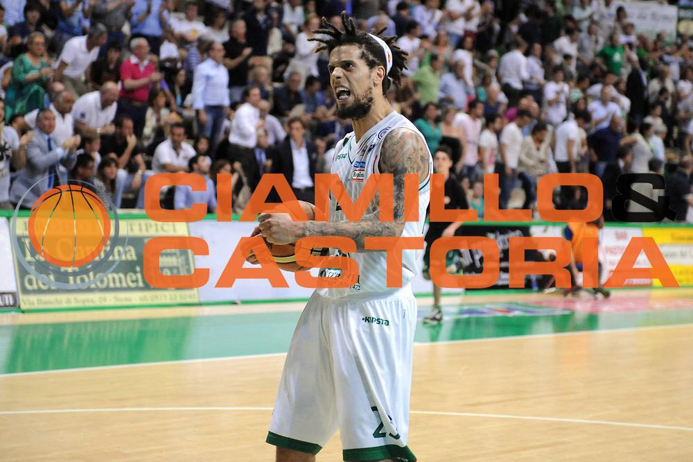 DESCRIZIONE : Roma Lega A 2012-2013 Montepaschi Siena Acea Roma playoff finale gara 3<br /> GIOCATORE : Daniel Hackett<br /> CATEGORIA : Esultanza<br /> SQUADRA : Montepaschi Siena<br /> EVENTO : Campionato Lega A 2012-2013 playoff finale gara 3<br /> GARA : Montepaschi Siena Acea Roma<br /> DATA : 15/06/2013<br /> SPORT : Pallacanestro <br /> AUTORE : Agenzia Ciamillo-Castoria/Max.Ceretti<br /> Galleria : Lega Basket A 2012-2013  <br /> Fotonotizia : Siena Lega A 2012-2013 Montepaschi Siena Acea Roma playoff finale gara 3<br /> Predefinita :
