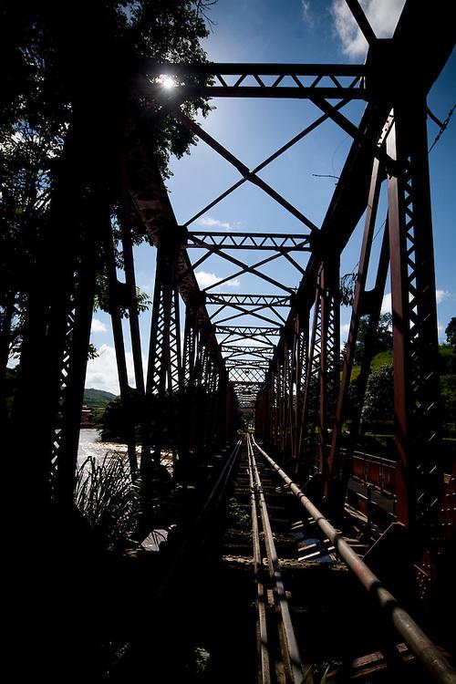 Ponte Nova_MG, Brasil...Pontilhao da sede da cidade de Ponte Nova...The railway building in Ponte Nova town...Foto: BRUNO MAGALHAES / NITRO