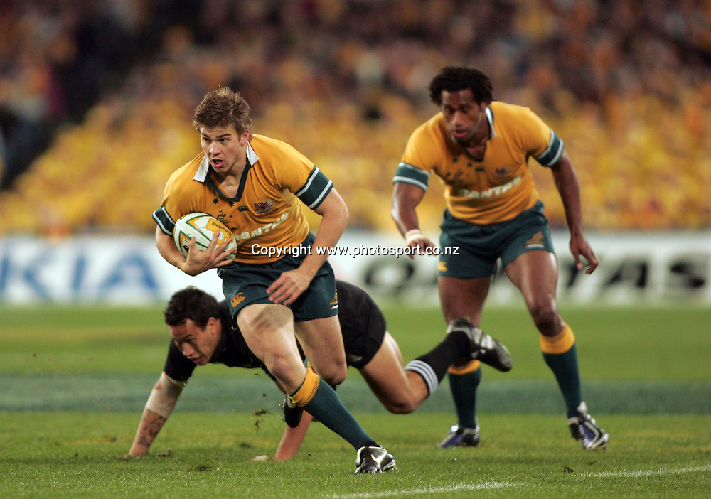 Drew Mitchell in action during the Bledisloe Cup match between the All Blacks and the Wallabies at Telstra Stadium, Sydney, Australia on Saturday 13 August, 2005. The All Blacks won the match, 30 - 13. Photo: Paul Sesier/PHOTOSPORT<br />