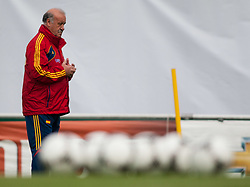 24.05.2012, Haus des Gastes, Schruns, AUT, UEFA EURO 2012, Trainingslager, Spanien, Nachmittagstraining, im Bild Vicente del Bosque Cheftrainer (ESP) // Vicente del Bosque Headcoach of Spain during practice session of Spanish National Footballteam for preparation UEFA EURO 2012 at Haus des Gastes, Schruns, Austria on 2012/05/24. EXPA Pictures © 2012, PhotoCredit: EXPA/ Johann Groder