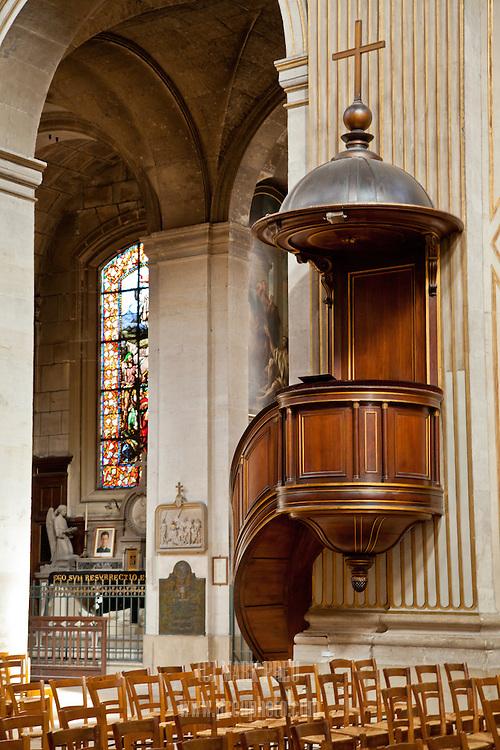 The pulpit in L'Église Saint-Louis-en-l'Ile.