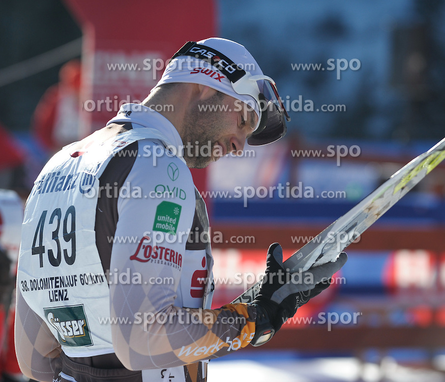 22.01.2012, Loipe Obertilliach, AUT, 38. Dolomitenlauf, Freestyle, im Bild letzte Ueberpruefung der Schi, EXPA Pictures © 2012, PhotoCredit: EXPA/ M. Gruber
