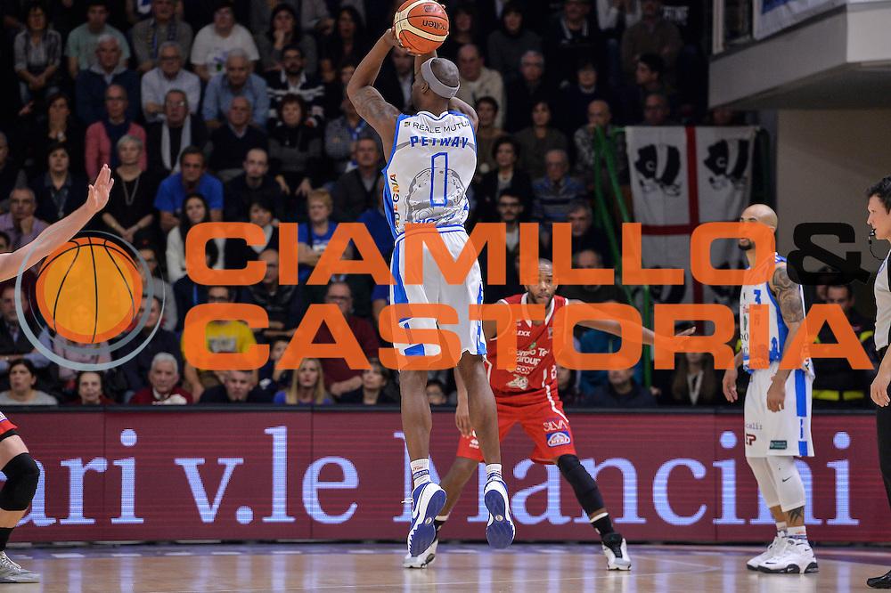 DESCRIZIONE : Sassari LegaBasket Serie A 2015-2016 Dinamo Banco di Sardegna Sassari - Giorgio Tesi Group Pistoia<br /> GIOCATORE : Brenton Petway<br /> CATEGORIA : Tiro Tre Punti Three Point Controcampo<br /> SQUADRA : Dinamo Banco di Sardegna Sassari<br /> EVENTO : LegaBasket Serie A 2015-2016<br /> GARA : Dinamo Banco di Sardegna Sassari - Giorgio Tesi Group Pistoia<br /> DATA : 27/12/2015<br /> SPORT : Pallacanestro<br /> AUTORE : Agenzia Ciamillo-Castoria/L.Canu