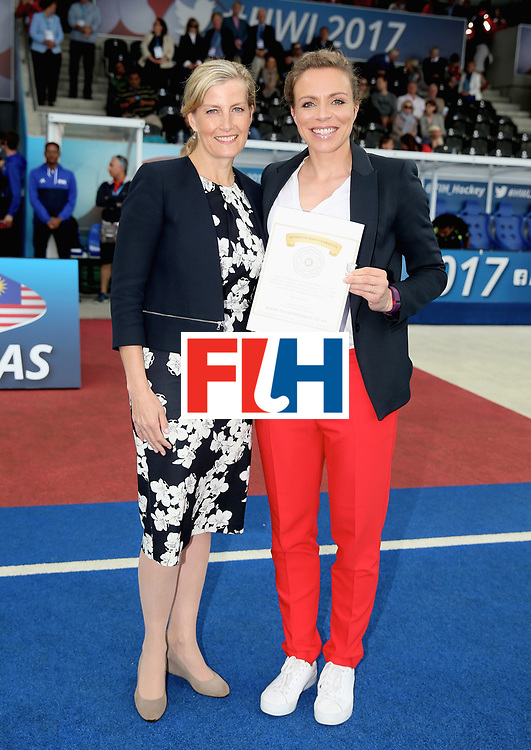 LONDON, ENGLAND - JUNE 25:  Sophie, Countess of Wessex presents Kate Richardson-Walsh of England an England Hockey Member of Honour award during the 3rd/4th place match between Malaysia and England on day nine of the Hero Hockey World League Semi-Final at Lee Valley Hockey and Tennis Centre on June 25, 2017 in London, England.  (Photo by Alex Morton/Getty Images)