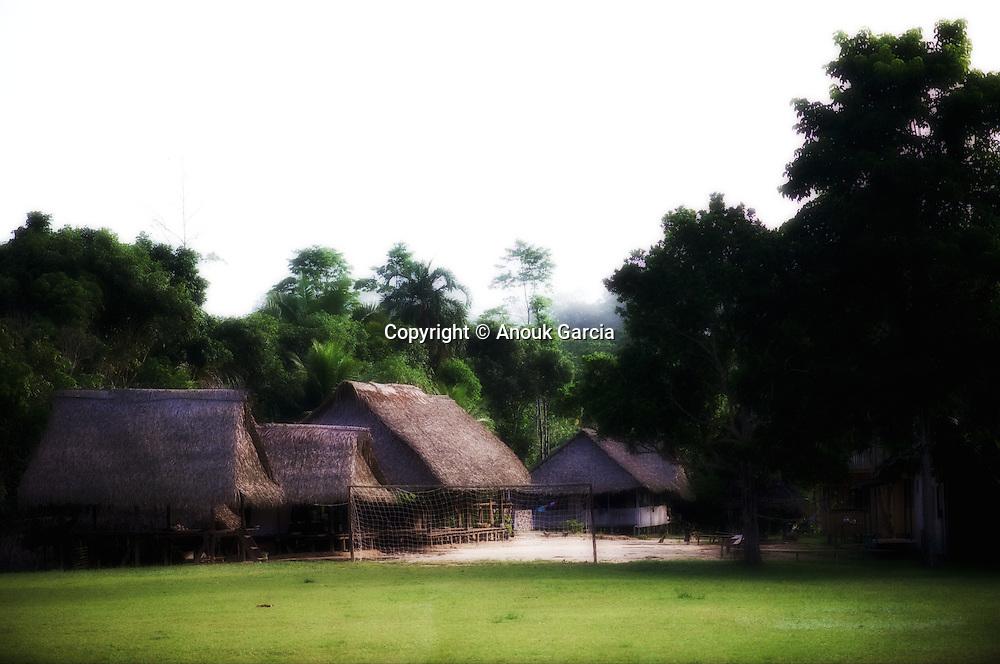 Apiwta, village sacré des Ashaninkas du Rio Amonia.   Apiwta: aldeia sagrada dos Ashaninka do rio amonia.