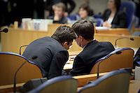 Nederland. Den Haag, 18 februari 2010. <br /> Verhagen en Balkenende in overleg.<br /> Spoeddebat in de Tweede Kamer over de ontstane crisissituatie binnen het kabinet over Uruzgan, daags voor de val van het vierde kabinet Balkenende. Een dag later valt het kabinet. kabinetscrisis, vak kabinet, Balkenende IV, Balkenende Vier, politiek, coalitie<br />  Foto Martijn Beekman