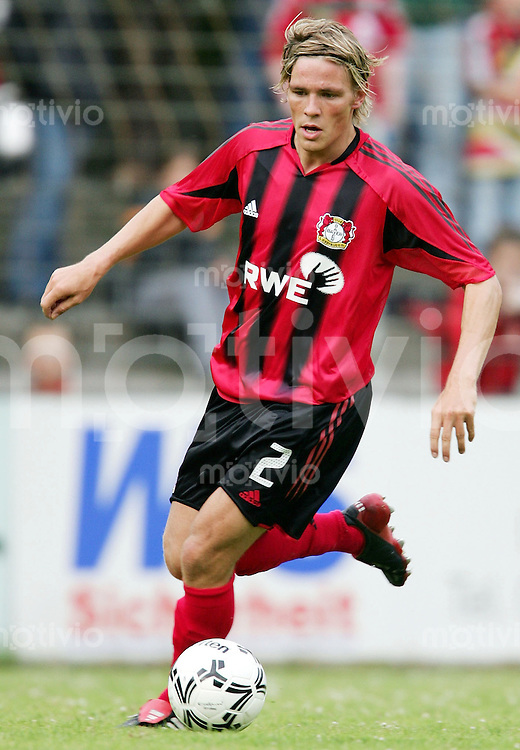 Fussball 1. Bundesliga Saison 2004/2005  Clemens FRITZ, Einzelaktion am Ball Bayer 04 Leverkusen