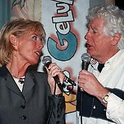 100ste Aflevering van Toen Was Geluk Heel Gewoon, Joke Bruijs en Gerard Cox zingend
