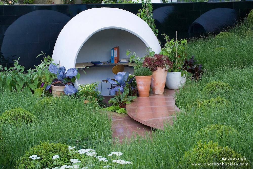 Spherical outside 'room' or office. Hanover Quay Garden. Design: Diarmuid Gavin - Chelsea 2005