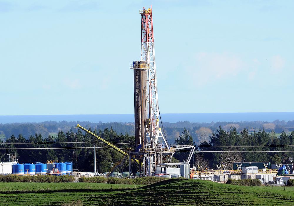 Oil Rig, Tikorangi Road, New Plymouth, New Zealand, Friday, June 21 2013. Credit:SNPA / Ross Setford