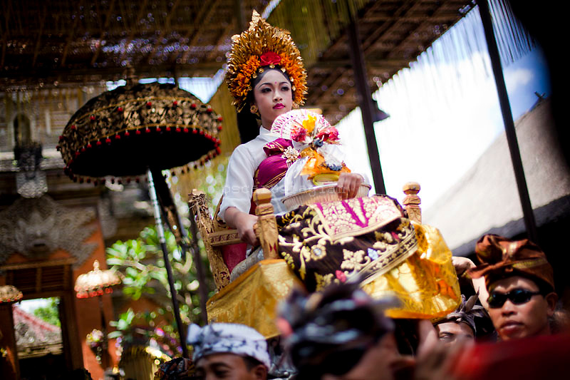 a kid that represented the Queen of Ubud in Pelebon ceremony of Anak Agung Niang Rai of Puri Agung Ubud, The wife of King Of Ubud. Pelebon Ceremony or  Ngaben ceremony is a ceremony to purify and return the  five element of the universe that form the life itself in human body to the universe