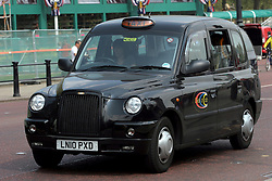 21 April 2011. London, England..A London taxi, black cab on the Mall near Buckingham Palace. just one of the many ways tourists will be able to find their way around London..Photo; Charlie Varley.