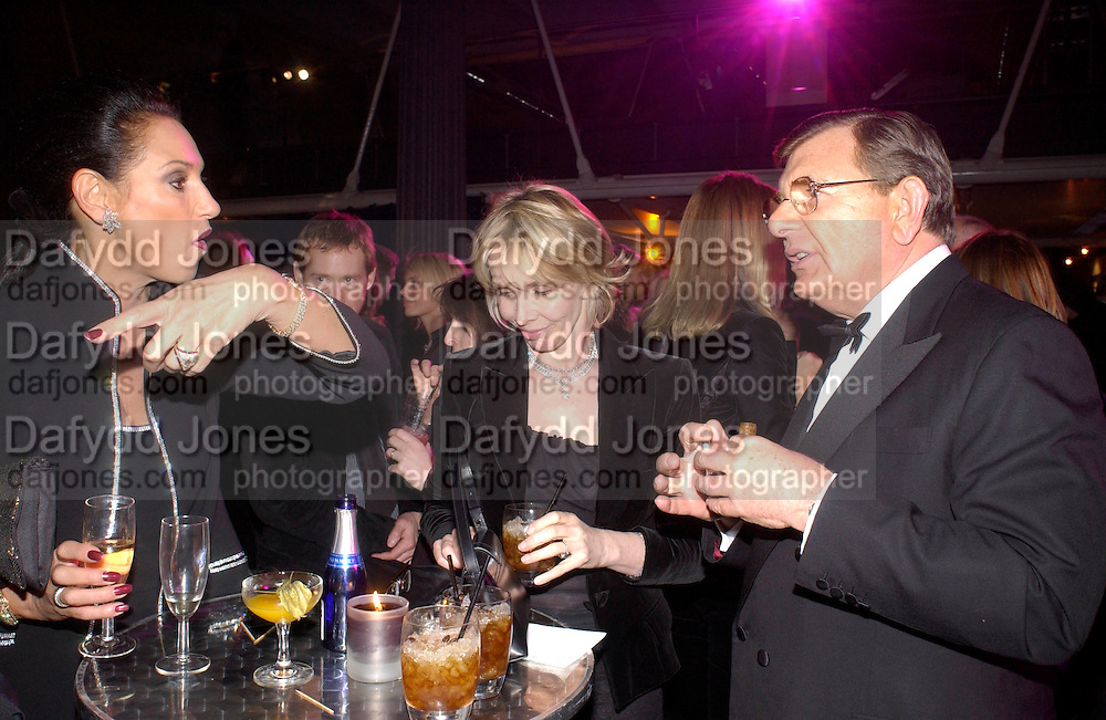 Gail Ronson, Trudie Styler and Gerald Ronson, Fundraising party with airline theme in aid of the Old Vic and to celebrate the appointment of Kevin Spacey as artistic director.  <br />Old Billinsgate Market.  5 February 2003. © Copyright Photograph by Dafydd Jones 66 Stockwell Park Rd. London SW9 0DA Tel 020 7733 0108 www.dafjones.com