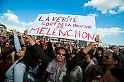 Militants lors du meeting du candidat a la presidentielle Jean-Luc Melenchon (front de gauche) a Marseille sur l'esplanade du prado