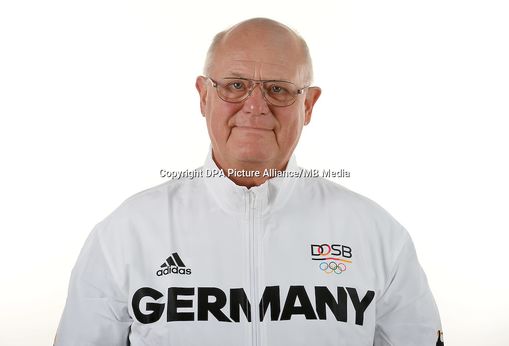 Heinz-Helmut Fischer poses at a photocall during the preparations for the Olympic Games in Rio at the Emmich Cambrai Barracks in Hanover, Germany. July 06, 2016. Photo credit: Frank May/ picture alliance. | usage worldwide