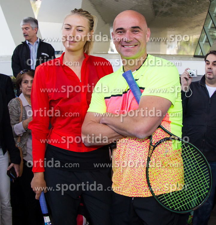 21.04.2015, Porsche Arena, Stuttgart, DEU, WTA Tour, Stuttgart Porsche Grand Prix, im Bild Maria Sharapova (RUS) und Andre Agassi sprechen vor dem Spiel, Emotionen // during the Stuttgart Porsche Grand Prix WTA Tour at the Porsche Arena in Stuttgart, Germany on 2015/04/21. EXPA Pictures &copy; 2015, PhotoCredit: EXPA/ Eibner-Pressefoto/ Neis<br /> <br /> *****ATTENTION - OUT of GER*****