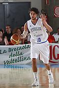 DESCRIZIONE : Bormio Torneo Internazionale Maschile Diego Gianatti Italia Svezia <br /> GIOCATORE : Luca Vitali<br /> SQUADRA : Italia Italy<br /> EVENTO : Raduno Collegiale Nazionale Maschile <br /> GARA : Italia Svezia Italy Sweden <br /> DATA : 16/07/2009 <br /> CATEGORIA :  palleggio schema<br /> SPORT : Pallacanestro <br /> AUTORE : Agenzia Ciamillo-Castoria/G.Ciamillo