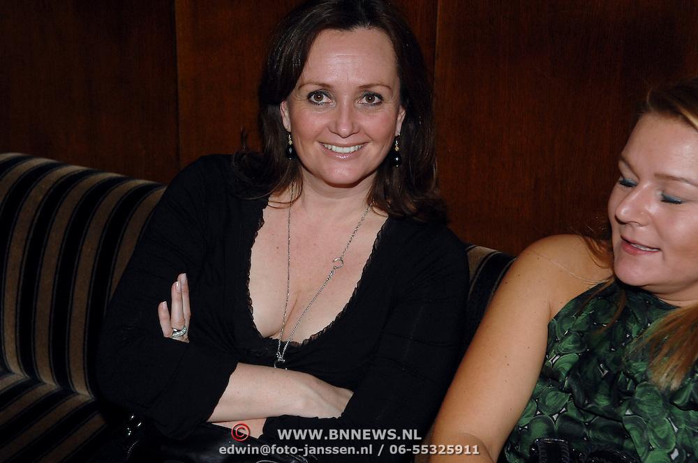 NLD/Amsterdam/20070305 - Premiere serie Voetbalvrouwen, Laura Ruiters, zus van Leontine Borsato