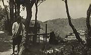 Uitzichtpunt in de bergen, vermoedelijk op Oost-Java