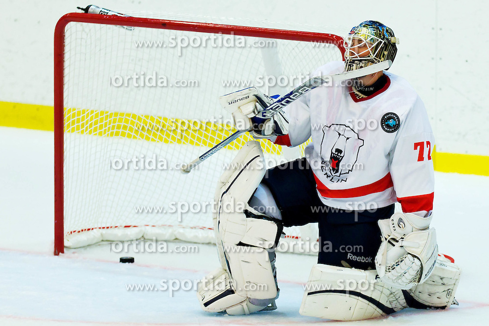 11.08.2011, Eishalle, Göteborg, SWE, European Trophy, Frölunda Indians vs Eisbären Berlin, im Bild Eisbären Berlin goalkeeper 72 Rob Zepp after 6-0 goal , EXPA Pictures © 2011, PhotoCredit EXPA/ PICAGENCY Skycam/ Per Friske *** ATTENTION *** SWEDEN OUT