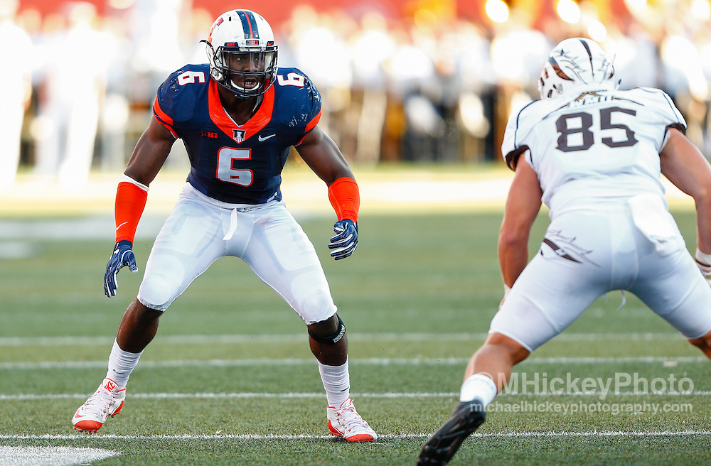 CHAMPAIGN, IL - SEPTEMBER 17: Carroll Phillips #6 of the Illinois Fighting Illini prepares to rush during the game against the Western Michigan Broncos at Memorial Stadium on September 17, 2016 in Champaign, Illinois. (Photo by Michael Hickey/Getty Images) *** Local Caption *** Carroll Phillips