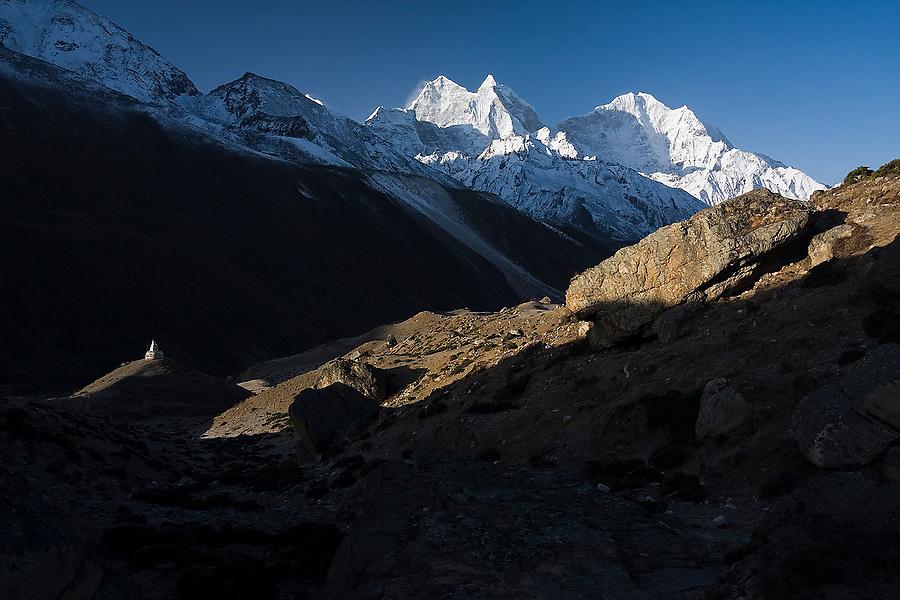 Kangtega (6780m) and Thamserku (6623m) at sunrise, as seen from Dingboche, Khumbu (Mount Everest) region, Sagarmatha National Park, Himalaya Mountains, Nepal.